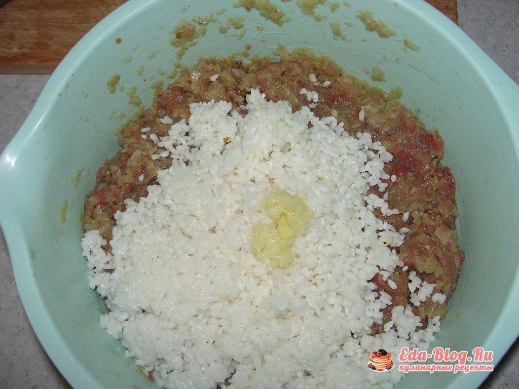 добавляем рис в фарш