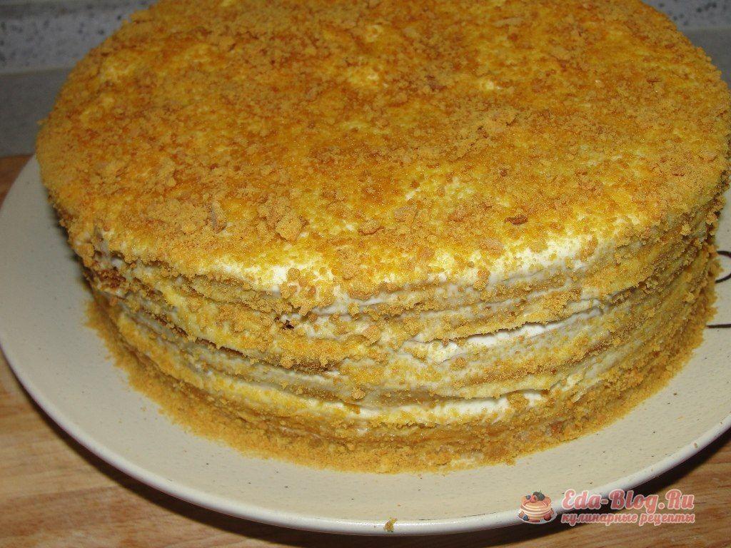 обсыпаем торт крошкой