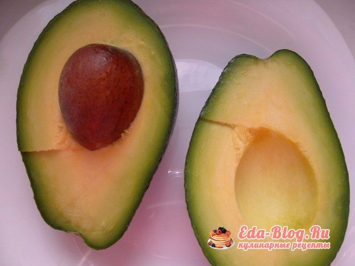 чистим авокадо