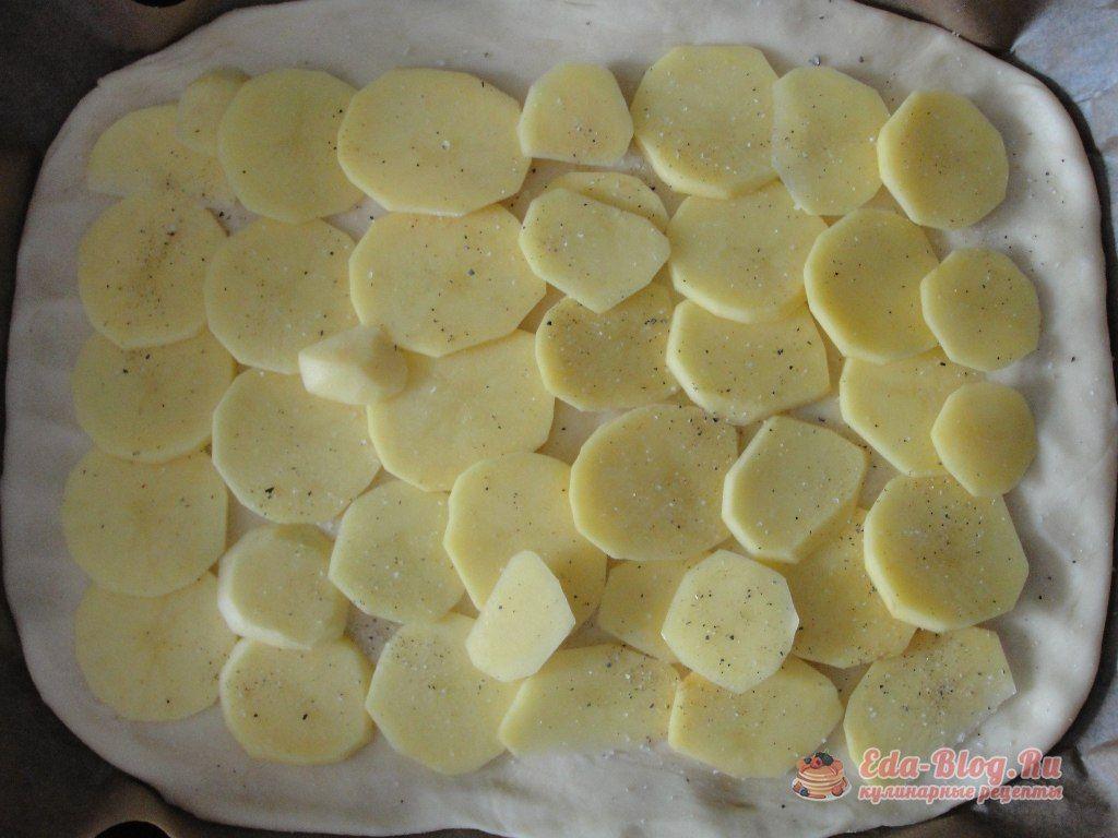 укладываем картофель